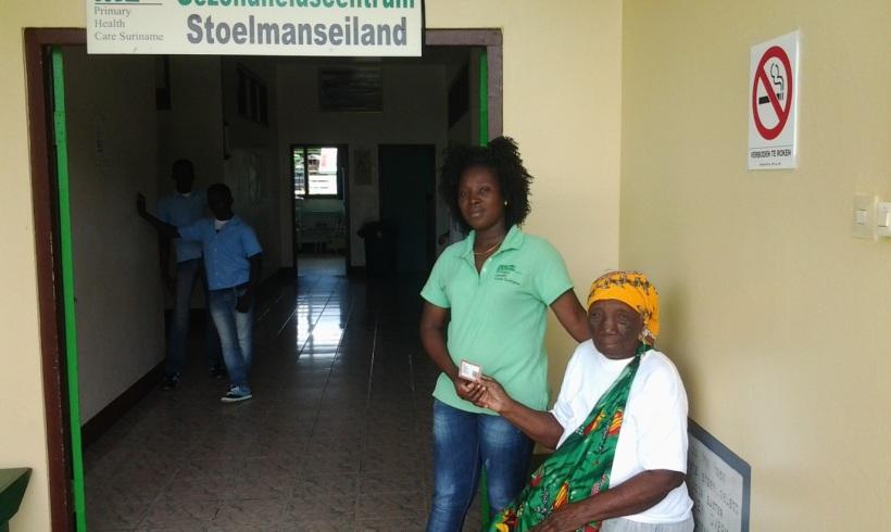 Distributie gezondheidspassen door de Medische Zending in het binnenland
