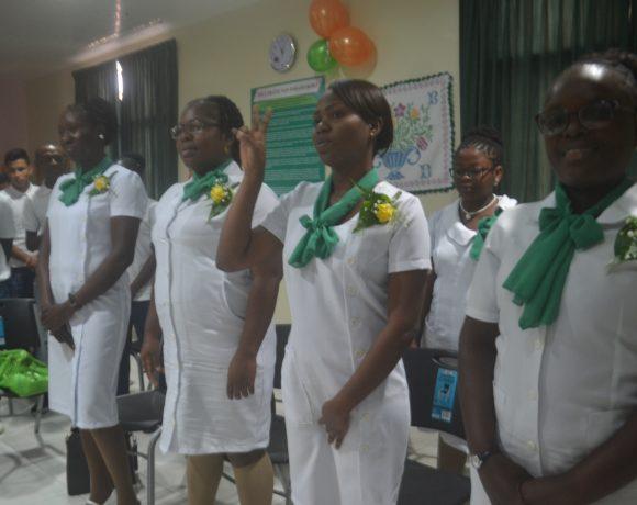 Gezondheidszorgassistenten nemen diploma in ontvangst