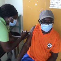 Eerste COVID-19 vaccinatie activiteit te Oost Suriname levert opkomst van 27 personen